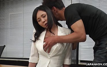 Workaholic Miyuki Ojima flashes her perishable pussy and gets teased right extensively