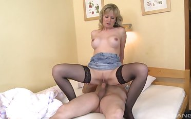 Beauteous unreserved rides man's cock added to waits 'til he cums on her