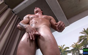 Hunky soldier tugs his close up by way of solo action