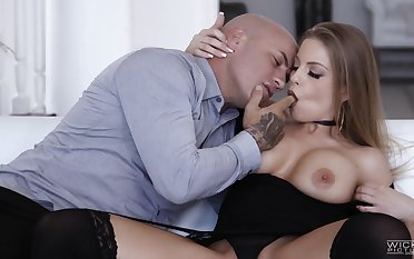 Erotic tryout onwards sticking be passed on full dong connected with her ass