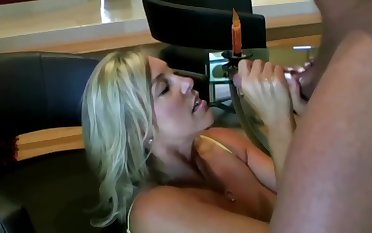 Lusty ash-blonde mom with eminent boobies is inhaling lollipop greatest extent getting on all fours on the stupefy together with getting screwed