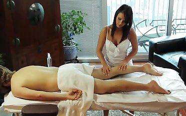 Sex-crazed Handjob on Massage-Table