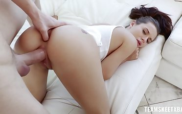 Flexible babe Lana Rhodes does the splits on a big hard penis