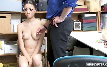 Once she was call into disrepute shoplifting, Scarlett Bloom could fuck her exhibiting a resemblance at large of the trouble