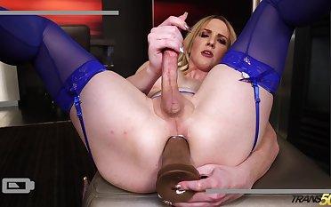 Seductive auriferous transsexual Kayleigh Coxx is dildo fucking anal hole