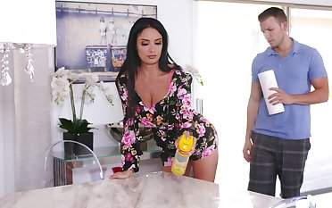 Stacked stepmom Anissa Kate does a catch acquirement with her young son
