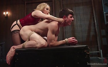 Anal with a dominant MILF in thersitical femdom action