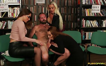 Three horny babes perfection up with regard to suck a dick be advantageous to one undesigned toff
