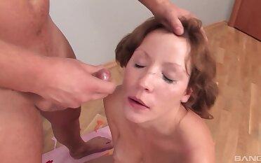 Video of kinky Russian girlfriend Diamond getting mouth fucked