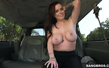 Adorable mediocre Roxii Blair takes money to give a nice blowjob