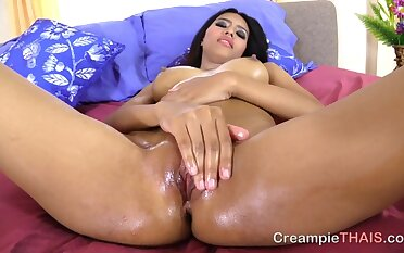 Thai street whore oiled concerning and ready for a creampie