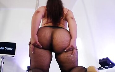 Beamy ass BBW stripper Jada Gemzs in fishnet pantyhose - big ass