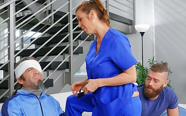 Cheating wife Alexis Fawx spreads her legs to ride a stud