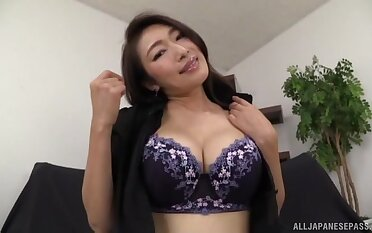 Mesmerizing Japanese mature tries new toy in solo