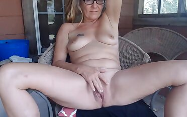 Farmgirltx Is A Mature Unsubtle Who Likes To Undress Under The