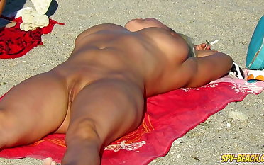 Amateur Voyeur Beach Nude Milfs Pussy And Ass Close Up