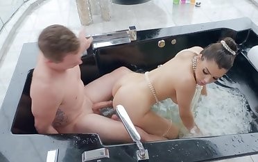 Stunning scenes of jacuzzi hardcore with Valentina Nappi
