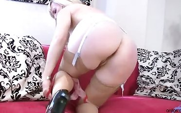 Mr Big counting up pale lady in sexy underwear Mouse masturbates on the sofa