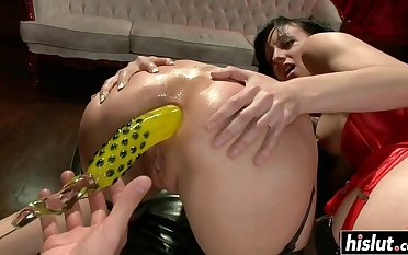 Two babes share a bbw prick - ejaculations