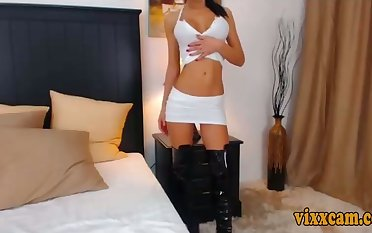 Sexy Lady Shows Off Hot Bod In Boots