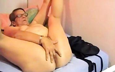 Victorian BBW granny plays on cam