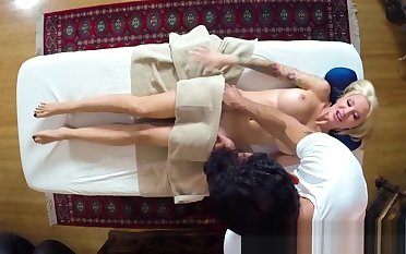 Inked MILF with bigtits blowing masseurs cock